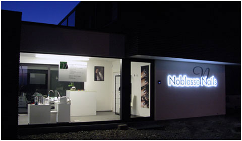 Noblesse Nails:  			Debby Noblesse Hulste - Nieuwe nagelstudio - Nailcare.
